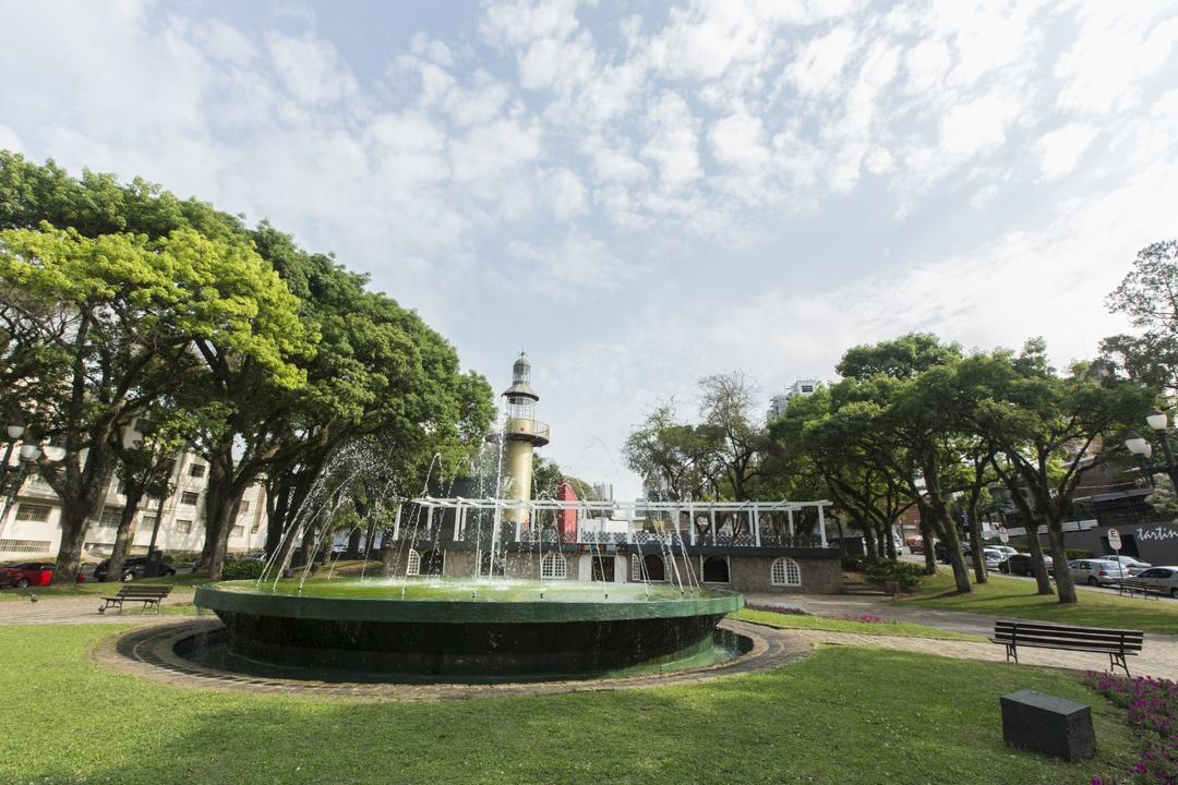 Praça da Espanha, a mais nova (mesmo antiga) queridinha da cidade!