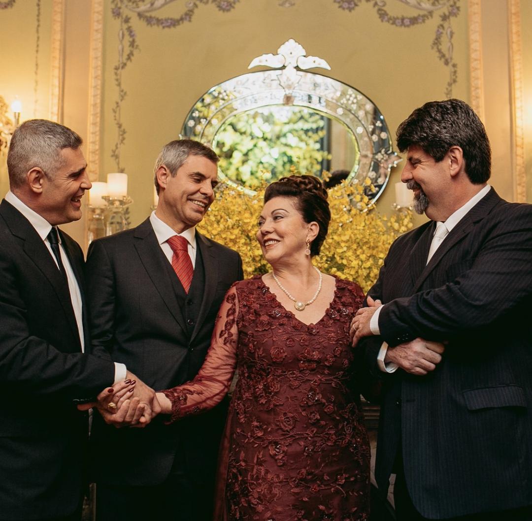 Vera Lupion, a dama do Castelo, completa 80 anos com festa em Curitiba