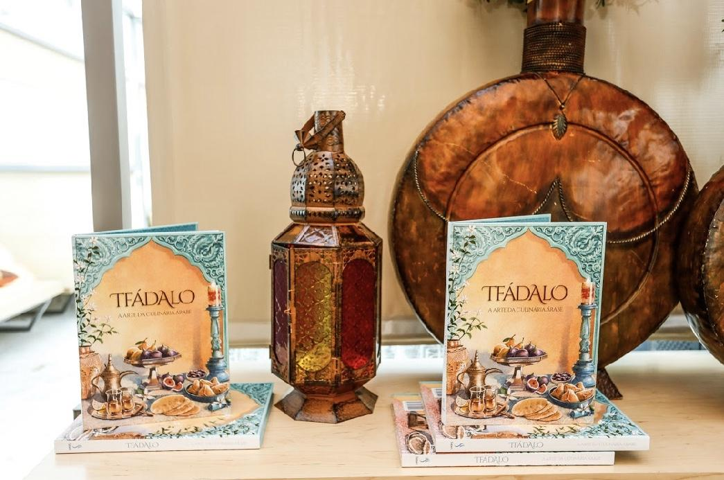 """Associação Árabe de Beneficência do Paraná lança """"Tfádalo – A arte da culinária árabe"""""""