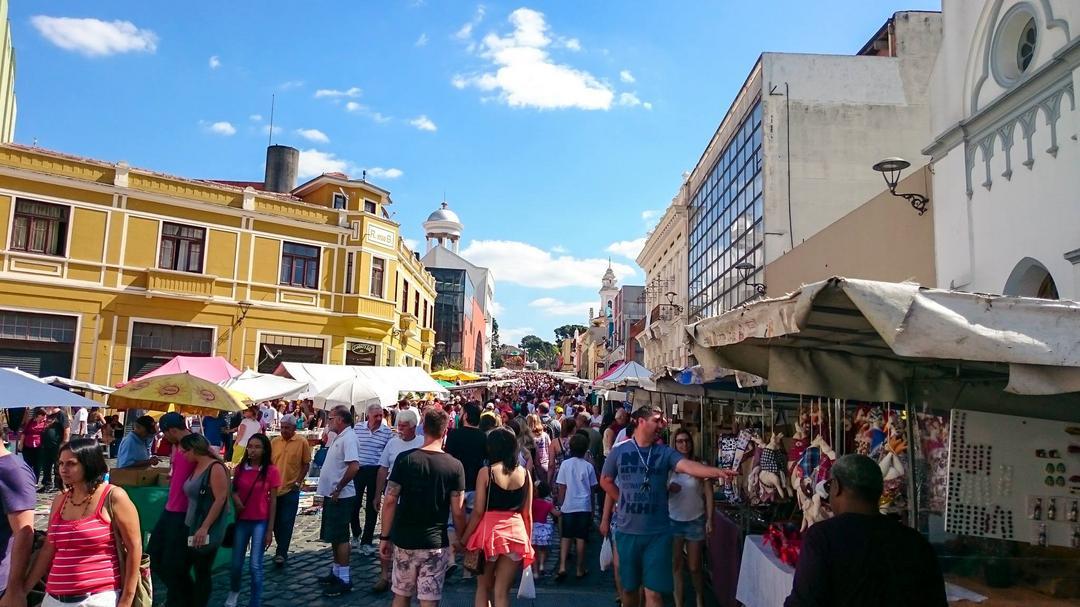 Domingo chegando: A maior feira de artesanato de Curitiba te espera