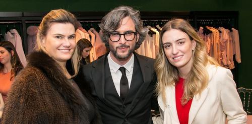 Dior apresenta coleção de bolsas de luxo em Curitiba