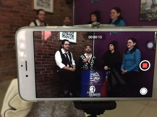 Canal curitibano no Youtube debate temas da atualidade sob a perspectiva LGBTQ